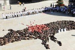 ชาวสเปน แก้ผ้า ประท้วงต่อสู้วัวกระทิง