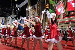 อลังการ! ขบวนพาเหรดคริสต์มาสที่ฮอลลีวูด