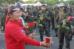 ประมวลภาพทหารปฏิบัติการสลายม็อบเสื้อแดงวันสงกรานต์