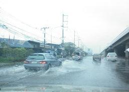 ฝนถล่มกรุง!น้ำท่วมหลายจุดการจราจรหนาแน่น