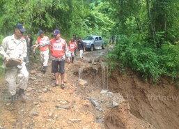 แม่ฮ่องสอนน้ำป่าหลากดินถล่มทับเส้นทาง