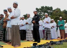 มุสลิมนราฯ ละหมาดรับวันฮารีรายอคึกคัก
