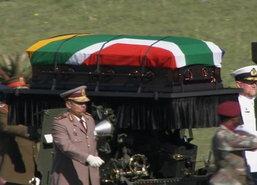 ชาวแอฟริกาใต้ร่วมไว้อาลัยพิธีศพแมนเดลา