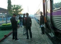 ผู้ว่ารฟท.นั่งรถไฟเปิดวิ่งวันแรกตกรางลำพูนไร้เจ็บ