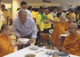 กปปส. สวมเสื้อเหลืองแสดงความจงรักภักดีในหลวง