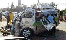 ชนวินาศ! รถตู้เชียงรายชนประสานงารถน้ำแข็ง ตาย 2 ศพ