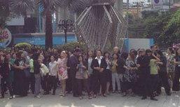 พนักงานกรุงไทยแต่งชุดดำบุกเป่านกหวีดค้านปล่อยกู้จำนำข้าว