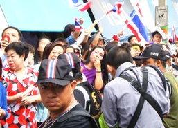 สื่อนอกชี้ไร้ความรุนแรงวันลต.-การเมืองไทยยังยืดเยื้อ