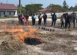 เทศบาลบ้านสาลำปางอบรมการดับไฟป่า