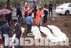 กระบะซิ่งไปงานแต่งลำปางชนต้นไม้ตาย 5 ศพ