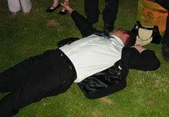 เจ้าบ่าวเมาหนัก ท้าต่อยแขกร่วมงานหนีกระเจิง