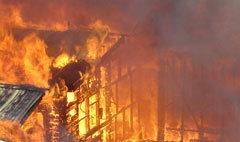ไฟไหม้ชุมชนริมคลองบางซื่อสาหัส 2 ราย