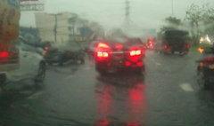 ฝนตกทั่วกรุง น้ำท่วมขังหลายพื้นที่