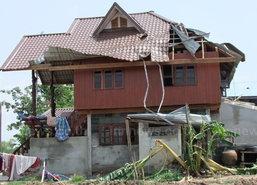 พายุหมุนพัดบ้านเรือนเสียหายกว่า 50 หลัง