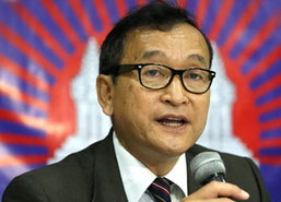 กัมพูชา อภัยโทษสม รังสีผู้นำฝ่ายค้าน