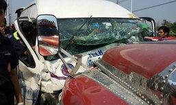 รถตู้โดยสารมีนบุรีชนรถบรรทุก เจ็บ 8 ราย