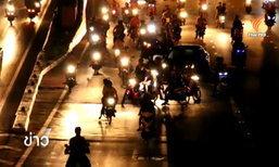กลุ่มมอเตอร์ไซค์ซิ่งรวมตัวปิดถนนย่านดินแดงแข่งรถ