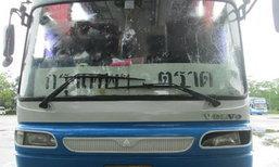 รถบัสตราดเฉี่ยวคน กระเด็นตายริมถนน โชเฟอร์เร่งเครื่องขับไปต่อ