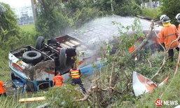 สยองซ้ำสอง รถทัวร์โคราชลื่นคว่ำ ดับคาถนน 3 ศพ ไร้เงาโชเฟอร์