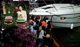 """""""ปู"""" พาลูกชายพร้อมอดีตส.ส.ลอยกระทงที่นนทบุรี หวิดเกิดอุบัติเหตุเรือพุ่งชนคณะ"""
