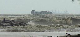 คลื่นลมแรง-ทะเลหนุนกระทบชาวนครศรีฯ