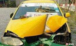 แท็กซี่ถูกผู้โดยสารรัดคอ ตัดสินใจขับชนเสาไฟเอาตัวรอด