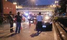 ยิงอุกอาจ! คนร้ายจ่อยิงใส่เก๋งริมถนนพระราม 4 เจ็บสาหัส