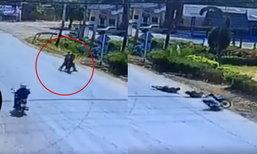อุทาหรณ์สายยก! 2 หนุ่มขี่รถยกล้อล้มตีลังกา โชคดียังไม่ถึงฆาต
