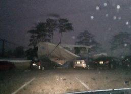 พายุฝนถล่มลำปางไฟดับ-ต้นไม้โค่นหลายจุด