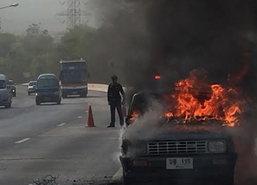 ไฟไหม้รถปิกอัพหนุ่มลำปางคาดเหตุน้ำมันรั่ว