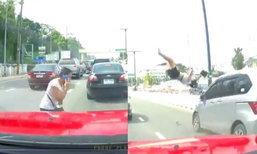 อุทาหรณ์ หญิงคุยโทรศัพท์เดินข้ามถนน รถพุ่งชนร่างปลิว