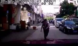 ป้าจีนวิ่งชนรถแล้วเรียกค่าเสียหาย ตำรวจชี้ป่วยทางจิต