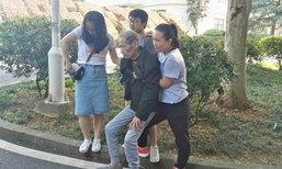 ชื่นชม นักศึกษาช่วยชายชราล้มฟุบ ประคองให้นั่งบนขาตัวเอง