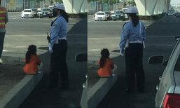 ชาวเน็ตจีนซึ้ง! หนูน้อย 6 ขวบ นั่งรอแม่ทำหน้าที่จราจร
