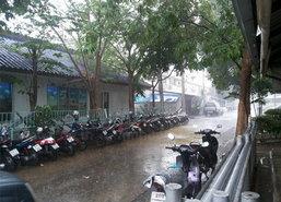 อุตุฯวอนอย่าหลงเชื่อโซเชียลแพร่ข่าวฝนถล่มกรุง