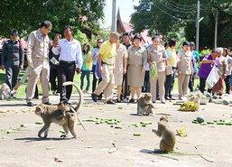 พิจิตรป้องกัน-ผูกมิตรลิงฉีกรายชื่อประชามติ