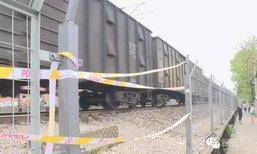 ตำรวจช่วยคนแก่หกล้มตรงรางรถไฟ สุดท้ายถูกชนดับคู่