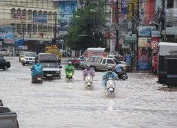 ฝนตกต่อเนื่องทำน้ำท่วมขังเมืองนครพนม50ซม.