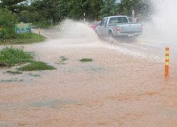 โคราชฝนหนักน้ำท่วม30ซม.-ตากเร่งช่วยผู้ประสบภัย