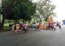 ชาวไทย,ต่างชาติแต่งชุดไทยทำบุญสารทเดือนสิบ