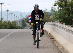 ชายปั่นจักรยานยะลา-ท้องสนามหลวงถึงสงขลาแล้ว