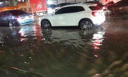 ฝนตกถล่มกรุง น้ำท่วมขังรอการระบายหลายจุด