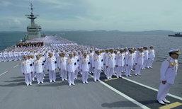 ทหารเรือร้องเพลงสรรเสริญพระบารมี บนเรือรบหลวงกลางทะเล