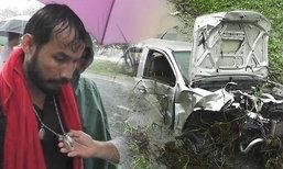 หวิดดับ! ควบกระบะเเข่งพายุ เสียหลักตกคลอง รถพังยับ คนขับรอดปาฏิหาริย์