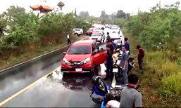 สลด นศ.ซิ่งจยย.ฝ่าสายฝน เสียหลักพุ่งข้ามเลน ชนรถครูเสียชีวิต