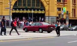 นาทีคลั่ง! ชายขับเก๋งชนคนเดินถนนตาย 3 ศพ กลางเมืองเมลเบิร์น
