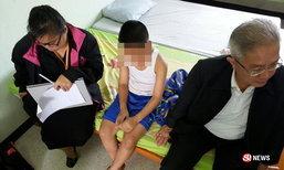 บุกช่วยเด็กชาย ป.5 ถูกพ่อตีด้วยด้ามไม้กวาด เจ็บหนักนอนซม