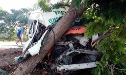 สยองเช้านี้ รถตู้โดยสารสุพรรณบุรีชนก็อปปี้ต้นไม้ สังเวย 2 ศพ