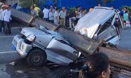 รถเครนยักษ์พลิกคว่ำทับเก๋งในจีนพังยับ ดับ 7 เจ็บ 3