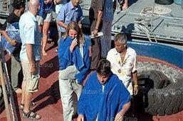 ตำรวจน้ำเริ่มออกค้นหานักท่องเที่ยวที่สูญหายจากเรืออัปปาง